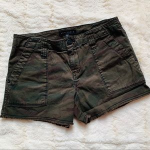 Sanctuary camo shorts rough hem - size 27